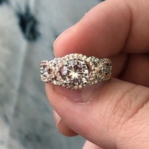 Jewelry - 💛Woven Diamond Ring